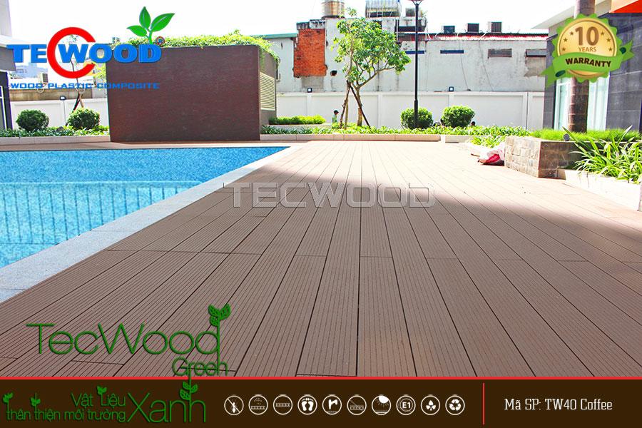 Dưới cái nắng rực rỡ sàn gỗ TecWood lót hồ bơi vẫn đẹp rạng ngời