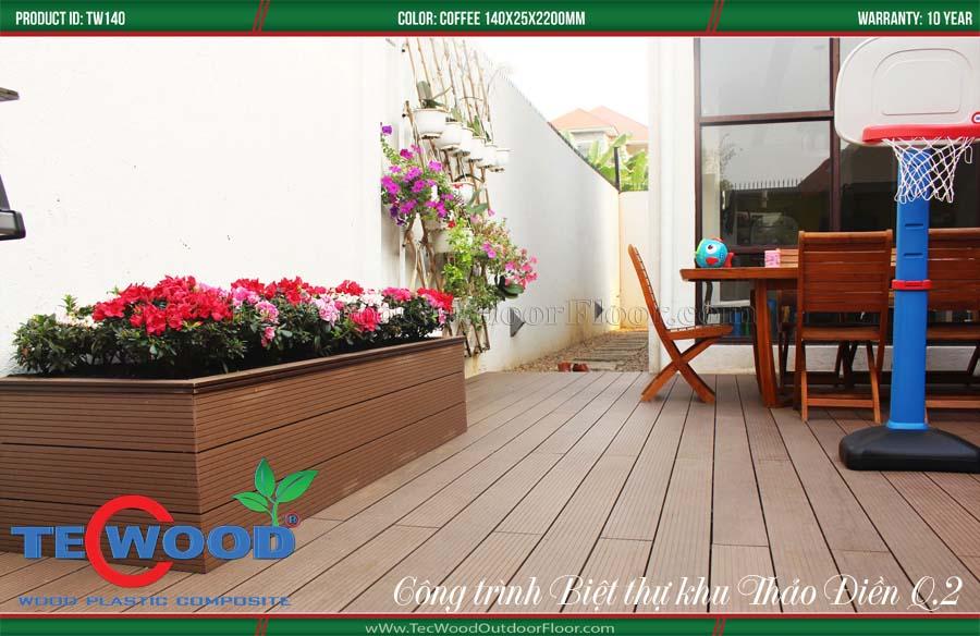 Sàn gỗ ngoài trời ốp bồn hoa và lát sàn.